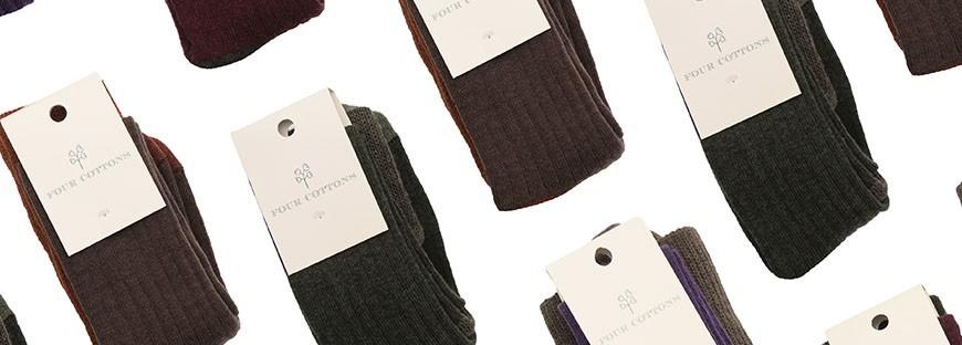 Calzas altas tejidas en lana de dos colores y faja